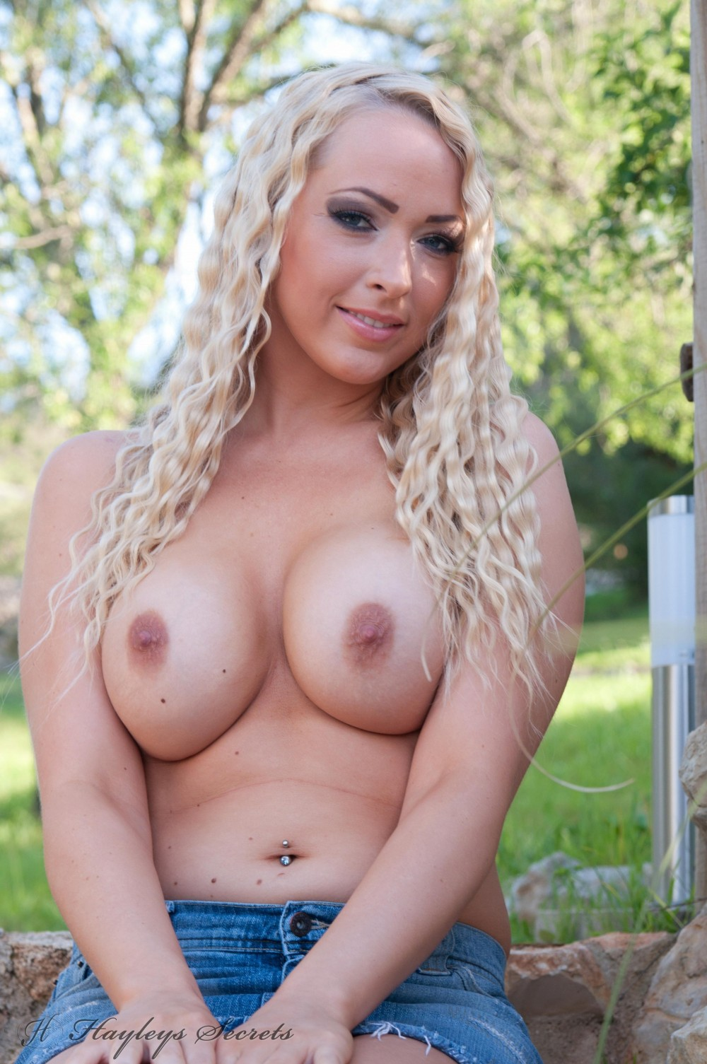 Busty blonde naked in her back garen