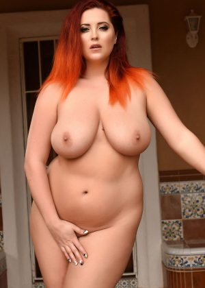 Lucy v nude