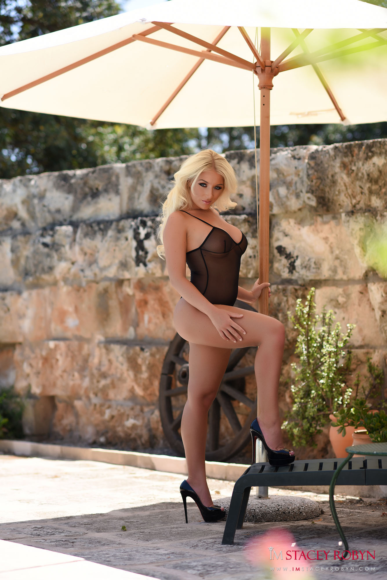 Stacey Robyn looking fabulous on a sun lounger