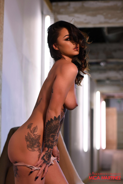 Northamptonshire glamour girl gets naked
