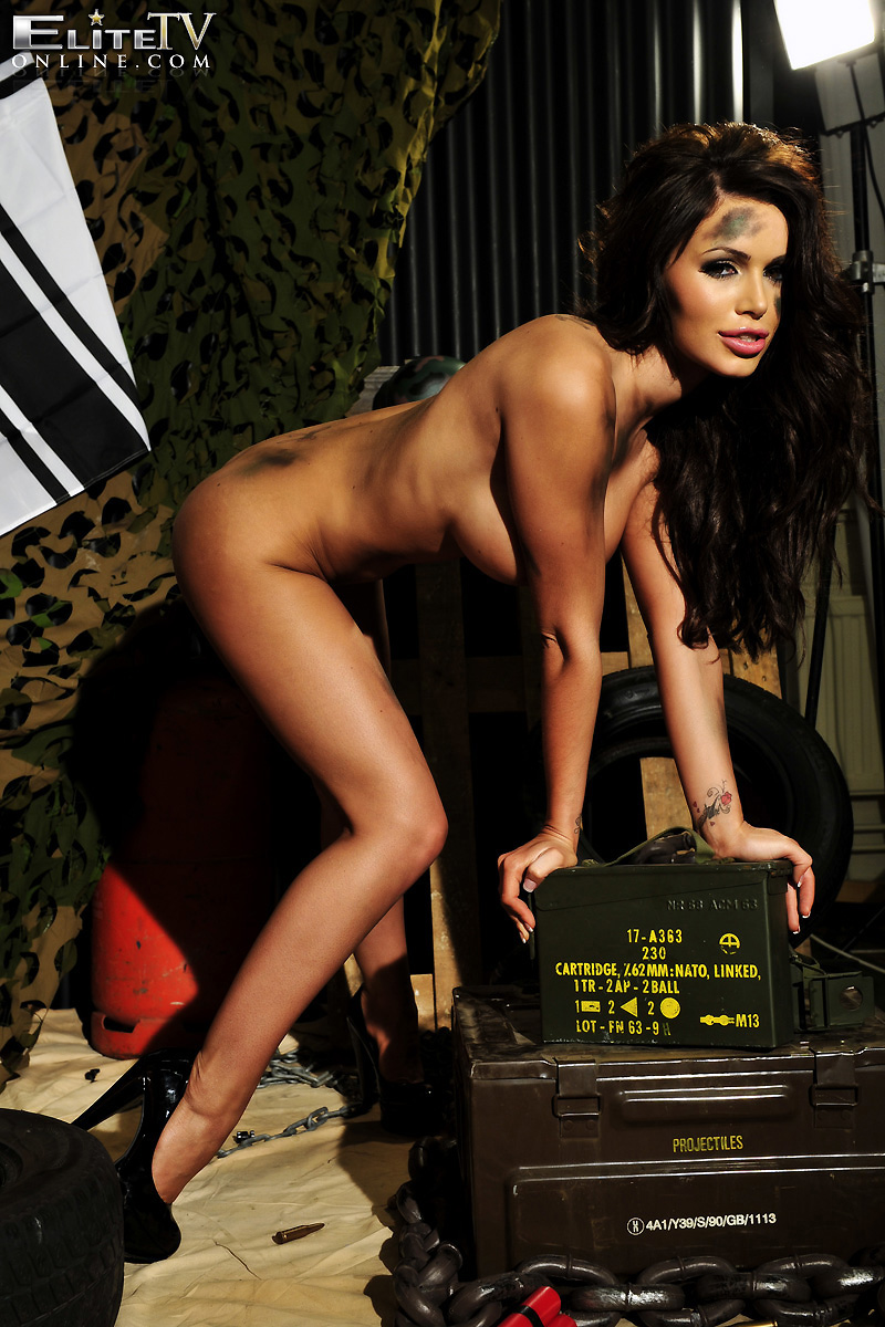 Army chick goes nude